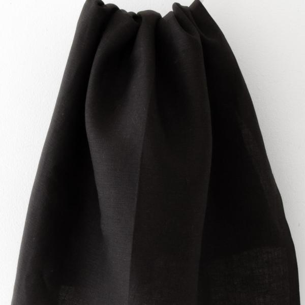Svart handduk från Linneverket
